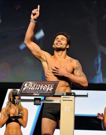 Adriano Martins pode entrar no top 15 do peso-leve | Foto: UFC/Divulgação