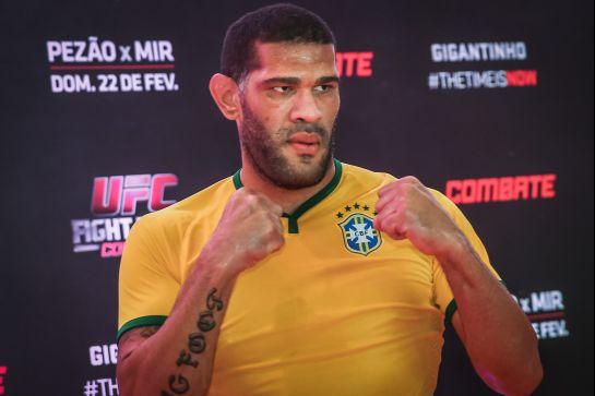 Pezão participou de treino aberto com camisa do Brasil | Foto: Jefferson Bernardes/Textual