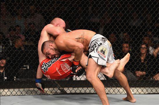 Thales dominou Boetsch no chão e finalizou no segundo round | Foto: UFC/Divulgação