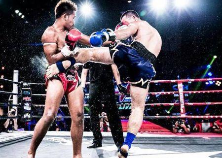 Jerson (calção azul) aplica chute em adversário | Foto: reprodução