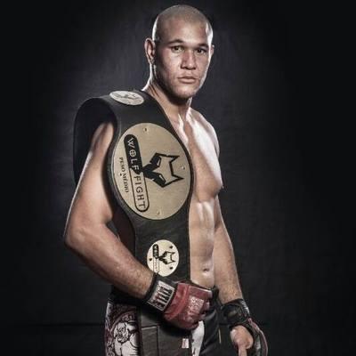 Tyago Buda tem 32 lutas e 12 lutas profissionais. Foto: Divulgação