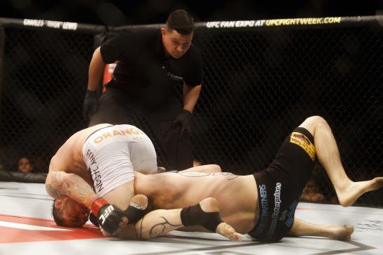 Jason coloca pressão com o golpe encaixado | Foto: William Lucas/inovafoto