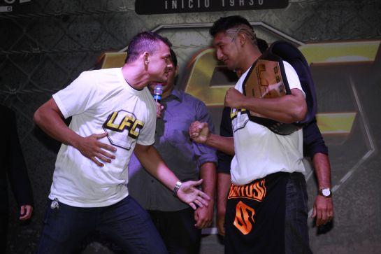 Naja e Gereba se encaram em evento promocional do Limo Fight   Foto: Arquiteta Eventos/Divulgação