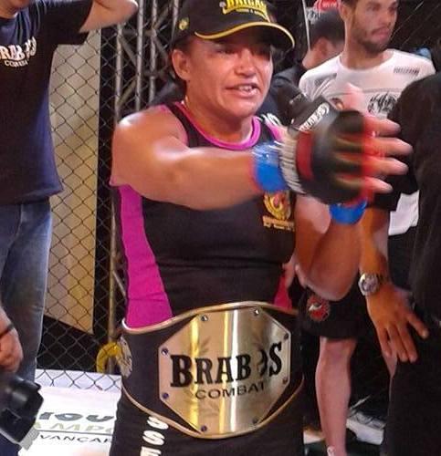 Rosy faturou o cinturão em luta duríssima. Foto: Arquivo Pessoal