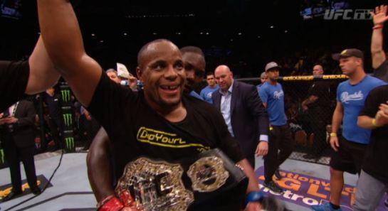 Cormier é o novo campeão dos meio-pesados | Foto: UFC/Divulgação