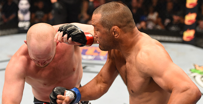 Henderson foi avassalador na trocação. Foto: UFC/Divulgção