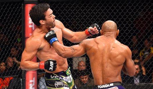 Romero foi superior na trocação e decidiu a luta no solo. Foto: UFC/Divulgação