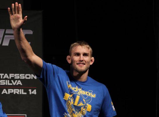 Depois de levar surra de Anthony Jonhson e quase se aposentar, sueco luta pelo título novamente | Foto: UFC;Divulgação