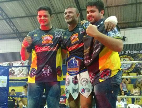 Leandro Naja (centro) faturou mais um título na careira. Foto: Arquivo Pessoal