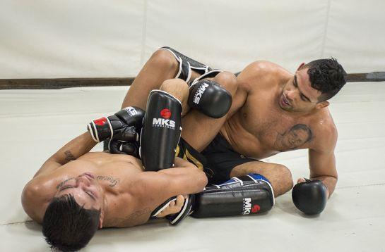 Barão aprimorando suas técnicas no chão | Foto: Crédito: Felipe Fiorito/Garra Comunicação