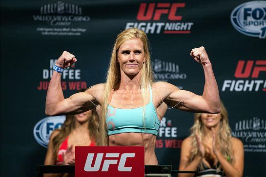 Holly Holm na pesagem | Foto: UFC/Divulgação