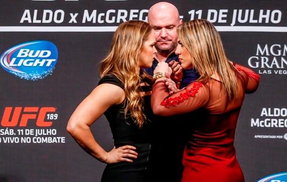 Clima quente na primeira encarada entre Ronda x Bethe. Foto: UFC/Divulgação