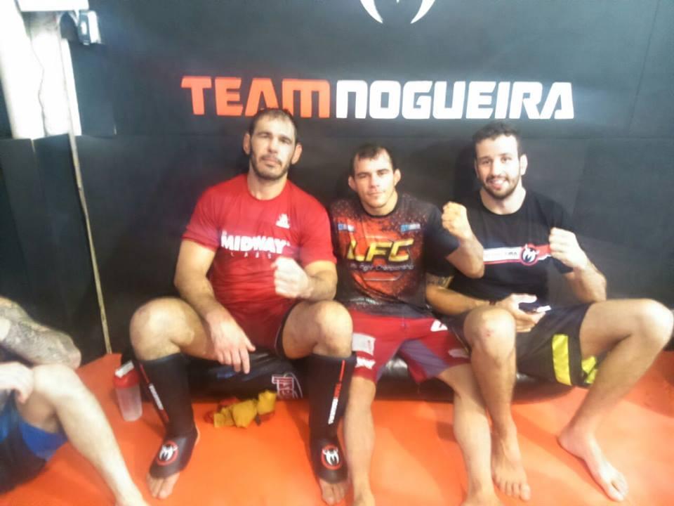 No Chance fez sua preparação no Rio, ao lado de nomes como Rogério Minotouro e o ex-TUF Brasil Antonio Montanha (direita). Foto: Arquivo Pessoal