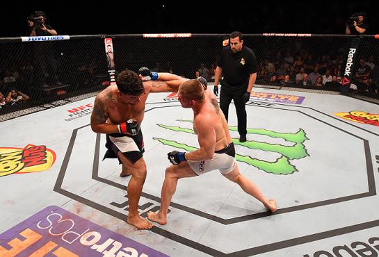 Ritmo insano entre Mir e Duffee | Foto: UFC/Divulgação