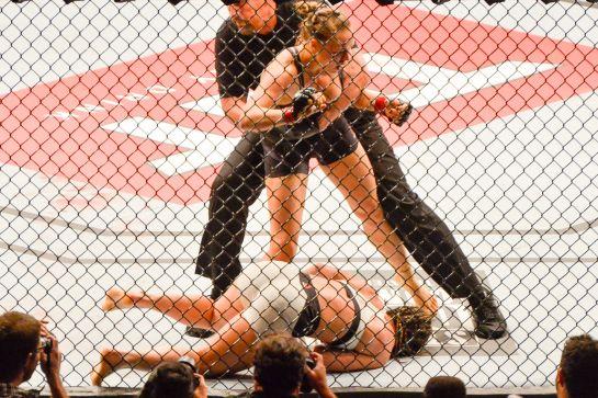 Ronda nocateuou Bethe no primeiro round | Foto: Paulo Mumia/inovafoto
