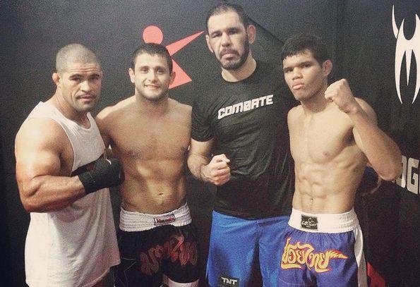 Eric Oliveira (ponta direita) ao lado das feras Rogério Minotouro, Andrezinho Nogueira e Rousimar Toquinho   Foto: reprodução