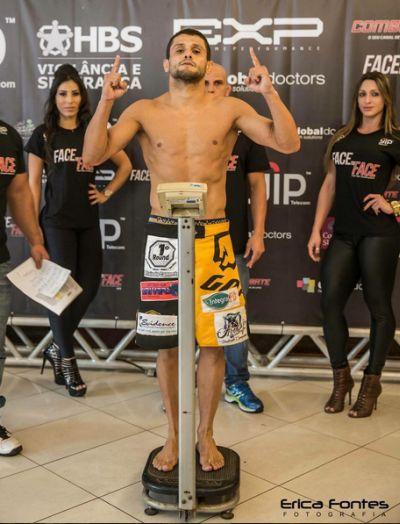 Andrezinho Nogueira bateu o peso e se credenciou para a luta | Foto: divulgação