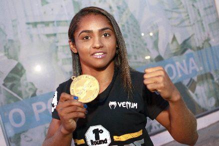 Viviane Sucuri tem 22 anos e é atleta da equipe Dragon Kombat. Foto: FCO Fontenele/O POVO