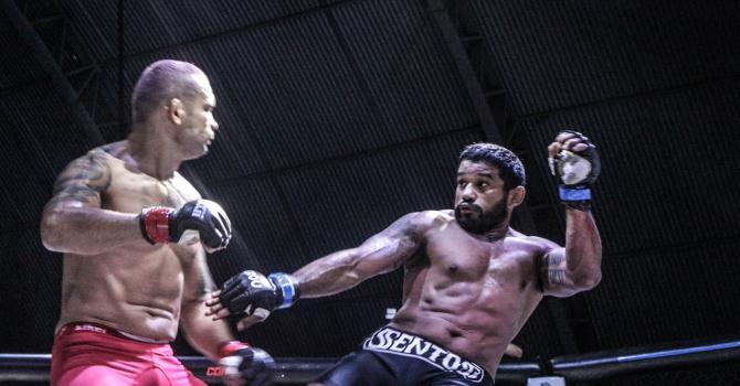 James foi melhor na trocação e venceu o veterano ex-UFC. Foto: BJJ Combat