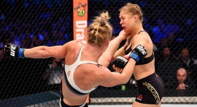 O devastador nocaute de Holm em Ronda. Foto: UFC/Divulgação