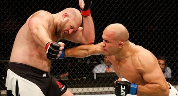 Cigano dominou os cincos rounds. Foto: UFC/Divulgação
