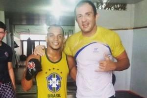 Michael William (esquerda) e Cachorrão são parceiros de treino. Foto: Arquivo Pessoal