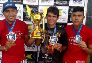 Grupo ostenta o troféu de 5º lugar geral no torneio para a equipe Canela's Fighters.