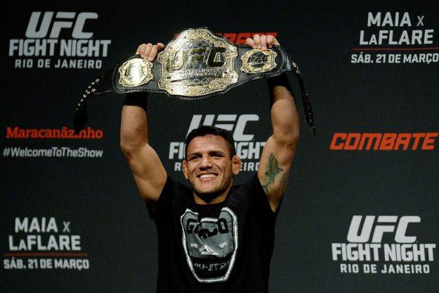 Rafael fará sua segunda defesa de cinturão. Foto: UFC/Divulgação