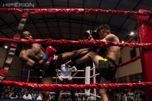 Em um dos grandes combates da noite, Gabriel Ramos derrotou Rafael Dias. Foto: Hiperion/Divulgação