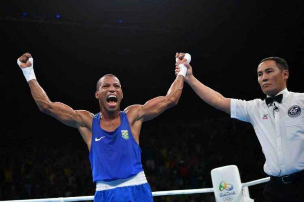 Robson venceu com propriedade e fez história no ringue do RioCentro. Foto: COB/Divulgação