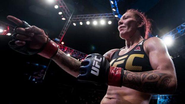 Cyborg celebrando sua segunda vitória no UFC. Foto: UFC/Divulgação