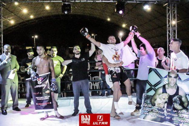 Jamil celebrou o título ao lado de seus familiares. Foto: Bruno Ribeiro\BJJ Combat