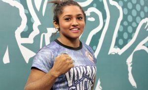 Sucuri tem 23 lutas e está invicta no MMA. Foto: Júlio Caesar/ O POVO)