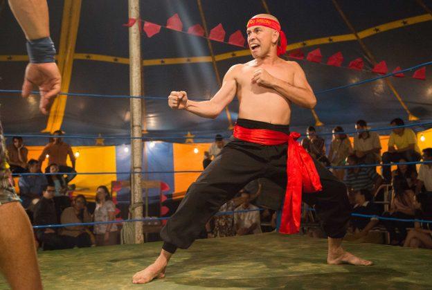 Aluísio Lee, vivido por Edmilson Filho, é o protagonista do filme. Fotos: Divulgação