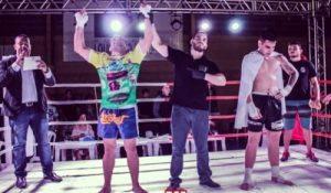 Andrezinho celebrando a vitória por decisão. Foto: Bruno Ribeiro/BJJ Combat