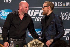 Conor ao lado de Dana, em coletiva do Ultimate. Foto: UFC/Divulgação