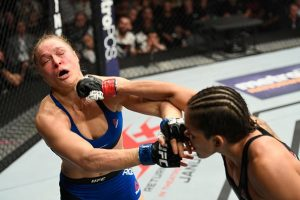 Amanda não deu chances para Ronda na luta em pé. Foto: UFC/Divulgação