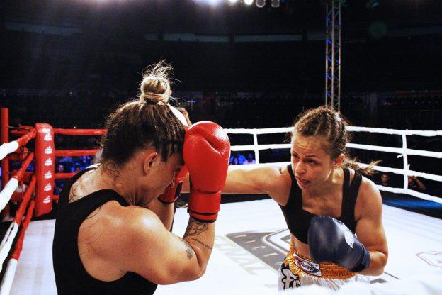 Nina Loch foi mais contundente e venceu o duelo contra Fanta.