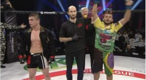 Momento em que Andrezinho é declarado o vencedor do duelo. Foto: Reprodução\Blog Clube da Luta