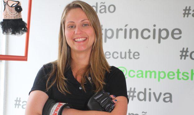 Camila é árbitra de MMA, praticante de artes marciais e veterinária. Foto: Camila Almeida/O POVO