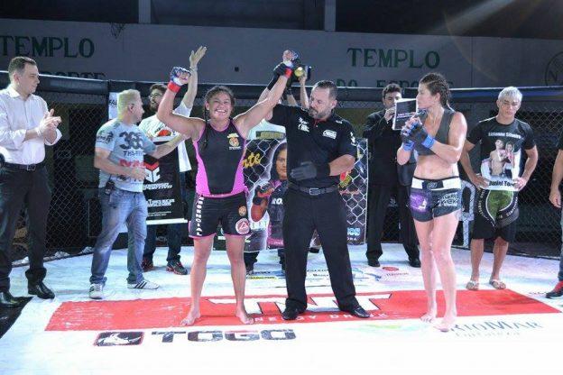 Em sua última vitória, Rosy venceu Lizianne e conquistou o cinturão do Action. Foto: Arquivo Pessoal