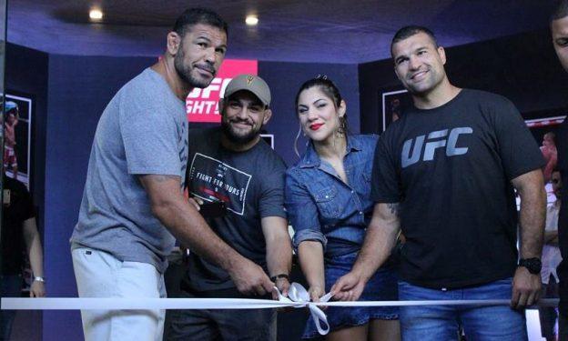Além da internet, os fãs podem comprar ingresso na loja oficial do UFC, inaugurada no Shopping Iguatemi. Foto: Divulgação