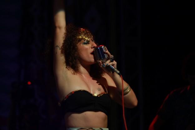 Soledad Brandão apresentou o show As nuvens serão um colar de margaridas