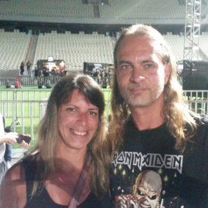 Ronnie Giehl, 45, e Ludimila Assunção, 39. Ele conferiu ontem seu 18° show do Iron e o 30/ do Anthrax