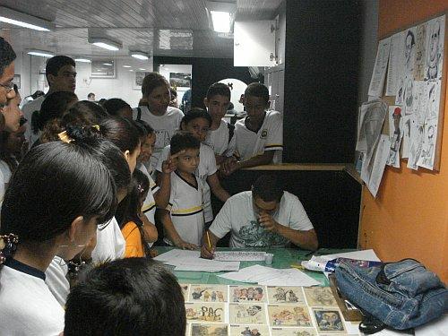 Educandos observando o traço do Guabiras