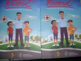 Livro do Proerd com as informações, jogos e atividades que serão desenvolvidas com as crianças e adolescentes.