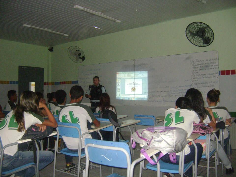 Palestra sobre álcool e drogas no 9º ano A - Escola Santa Luzia.