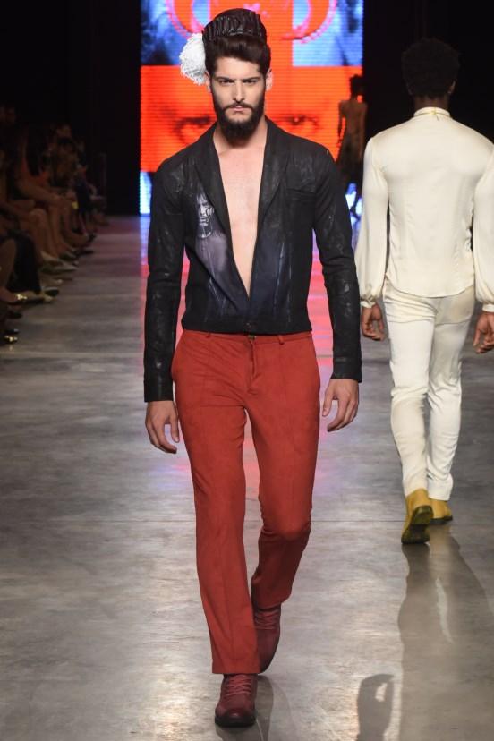 0c7bb9b56afe Inovação marca Dragão Fashion Brasil 2015 - Entre Aspas
