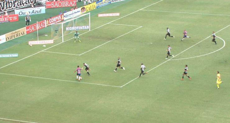 db2044ebde1bb Osvaldo e Edinho contra sete jogadores de linha do Ceará  o primeiro gol do  Fortaleza retrata vantagem construída