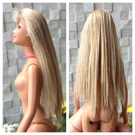"""A Barbie depois do procedimento e """"peluda"""". (Peluda = Pelada, para a Laís)"""